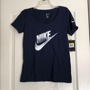 Nike shirt NWT💜